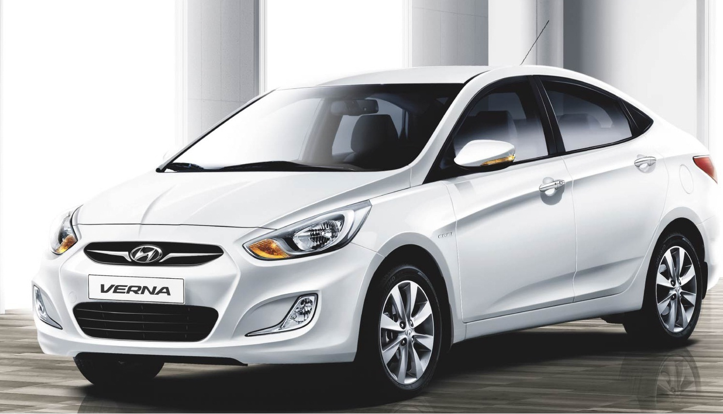 Hyundai Verna Fluidic 1.6 EX VTVT - PetrolPrice in India, Review, Pics, Specs and Mileage | Carzoom.in | Car Zoom