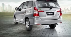 Toyota Innova side