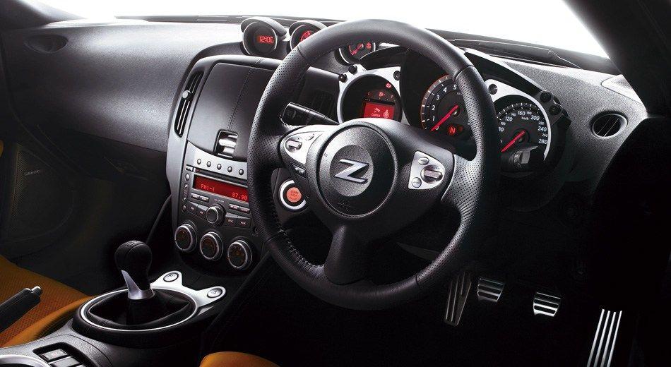 Nissan 370Z Interiors Dashboard