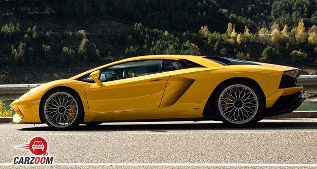 Lamborghini Aventador S side (Yellow)