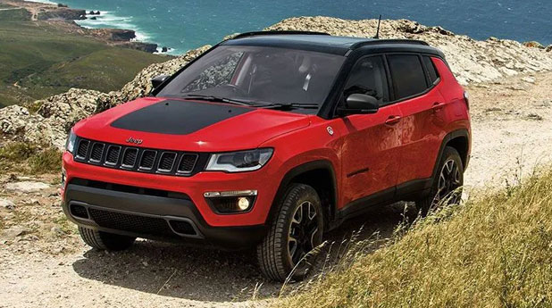 Jeep-Compass-Trailhawk-Front-and-Side-View
