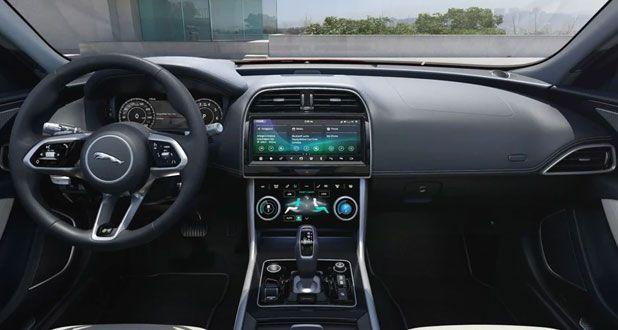 Jaguar-XE-SE-Dashboard-View